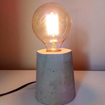 Luminária Compacta de cimento - com lâmpada de filamento