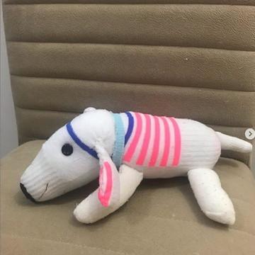Cachorro feito com meia e enchimento antialérgico