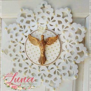 Medalhão Branco com Divino Espírito Santo