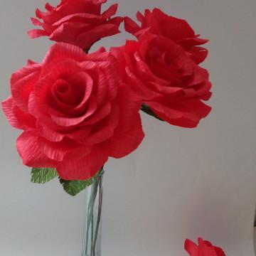 Rosa de papel crepom vermelha