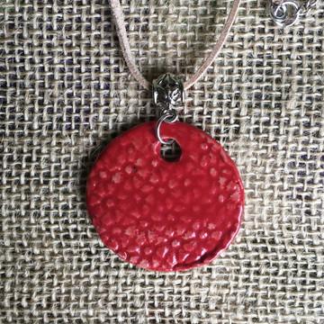 Colar Pingente disco de Cerâmica Flores Vermelhas