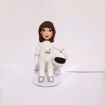 Topo de bolo astronauta em pé