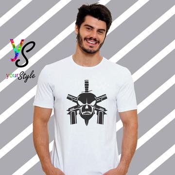 Camiseta Caveira Armas e Faca
