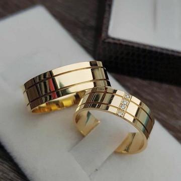 Alianças de casamento feitas de moedas antigas