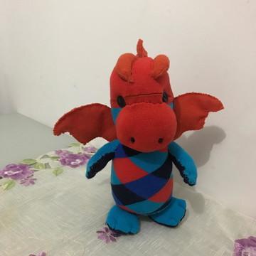 Dragão feito com meia e feltro