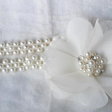 Cinto de pérolas e flor offwhite com strass noiva