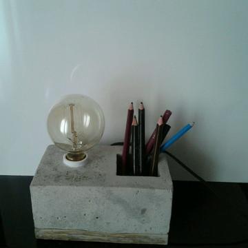 Luminária de mesa concreto