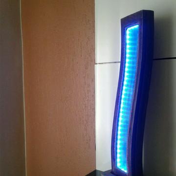 Luminária base concreto e madeira curva