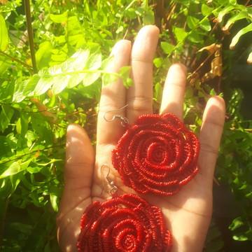 Brinco Rosa Vermelha - Macramê