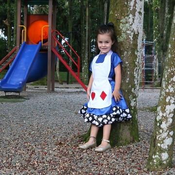 Fantasia Alice menina com avental