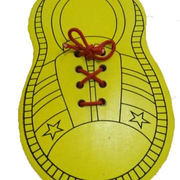 Brinquedo Pedagógico Sapatinho Alinhavo em MDF