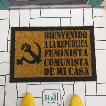 Feminismo + Comunismo (Ouro e preto)
