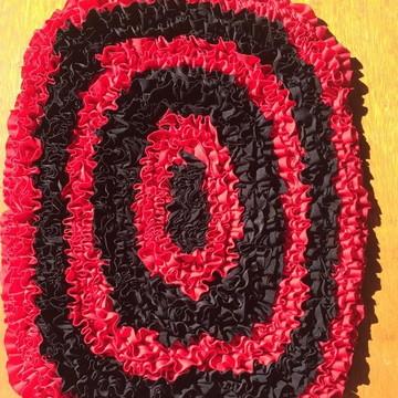 Tapete de retalhos vermelho e preto