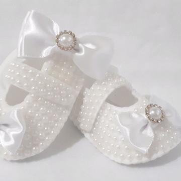 Sapatinho de bebê pérolas e laço +Faixa fina em meia de seda