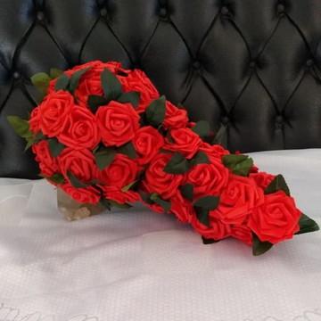 Buquê cascata com rosas em EVA