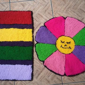 Tapetes bordados em lã, kit com 2 tapetes.