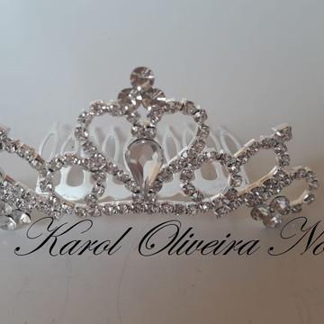 Coroa daminha de honra estilo noiva romântica em pente