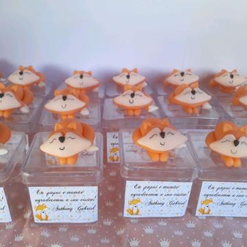 Lembrancinhas raposinha de biscuit