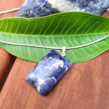 Pingente Pedra Natural Sodalita Azul retangular + colar