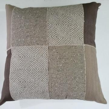 Almofada em patchwork e jacquard