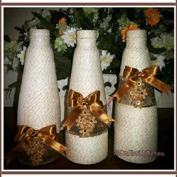 4 Trios de garrafas decoradas em barbante
