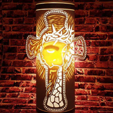 Luminária abajur artesanal em PVC 30cm .Jesus Cruz.