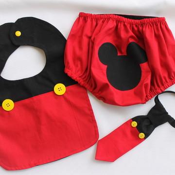 Tapa fralda + babador + gravata tema Mickey