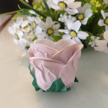 Botão de Rosas em papel especial tingido artesanalmente