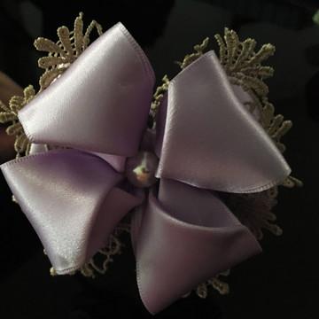 Laço lilás com renda
