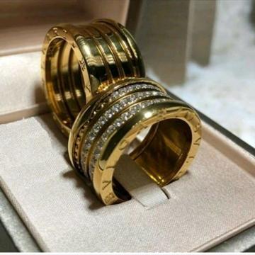 69a9d70bd05dd Par de Alianca 10mm Zirconias Na Vertical em Ouro 18k