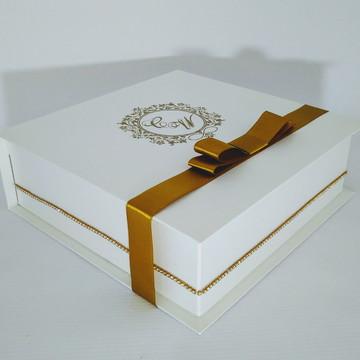 Convite para padrinhos branco e dourado