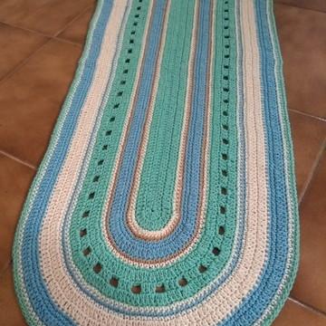 Tapete de crochê oval colorido