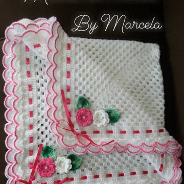Manta para bebê branca com rosa floral