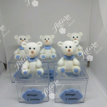 Lembrança em biscuit urso na caixa
