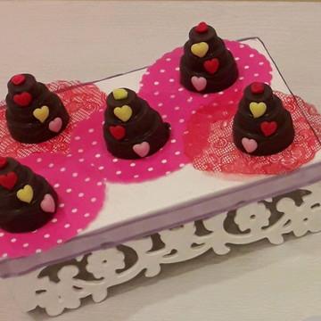 Mini bolo de chocolate decorado