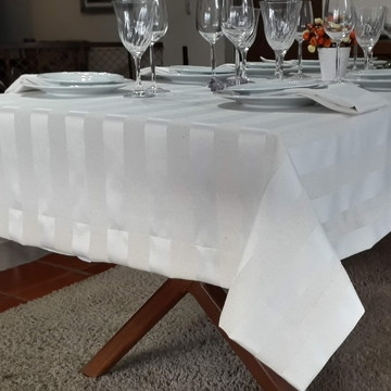 Toalha de Mesa Retangular Branca Jacguar