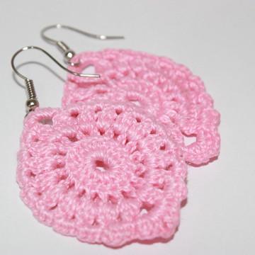 Brinco rosa em crochê