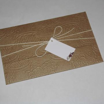 Convite de casamento com envelope rústico
