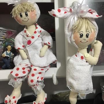 Bonecas de Pano Artesanal com roupão, touca e chinelinho