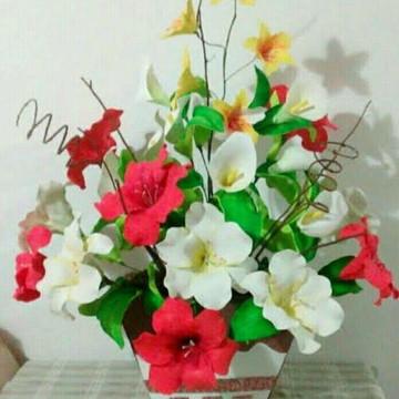 Arranjos de flores em EVA