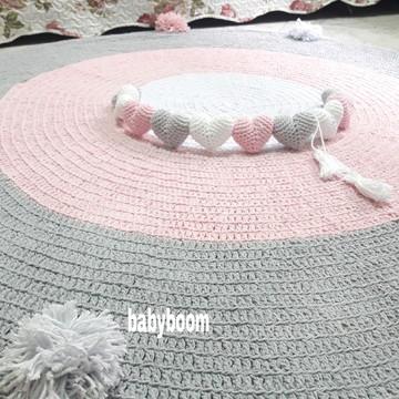 Tapete Redondo de Crochê 1,30m com pompo + varal de corações