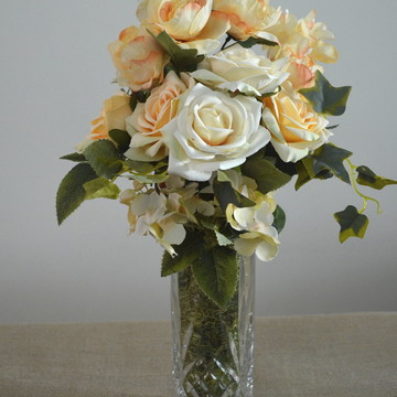 Arranjo com Rosas e Camélias