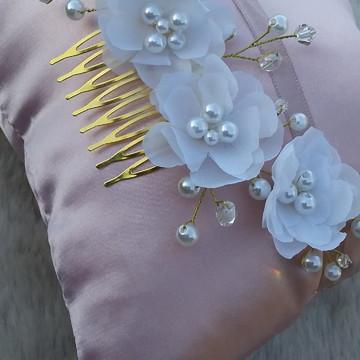 Arranjo floral para cabelo de noiva