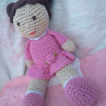 Linda boneca em Amigurumi