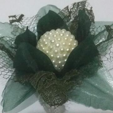 Promoção Forminha Lírio luxo em renda verde oliva