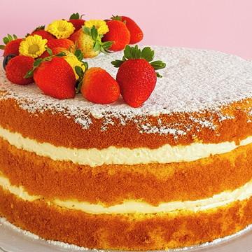 Bolo Naked Cake com morangos