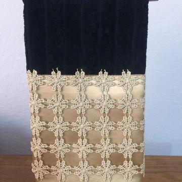 Toalha lavabo preto com detalhes dourado