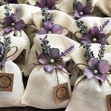 Sachês rústicos Saquinhos com Flor lavanda para Casamento