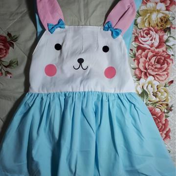 Vestido de algodão azul claro e coelho