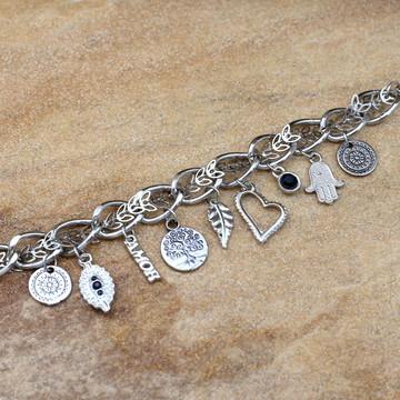 Pulseira de pingentes prateada pulseirismo bijuterias moda